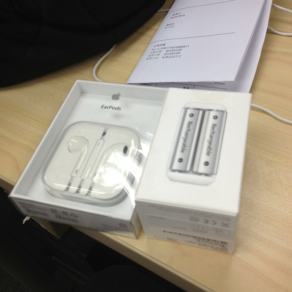 EarPods & Battery Charger